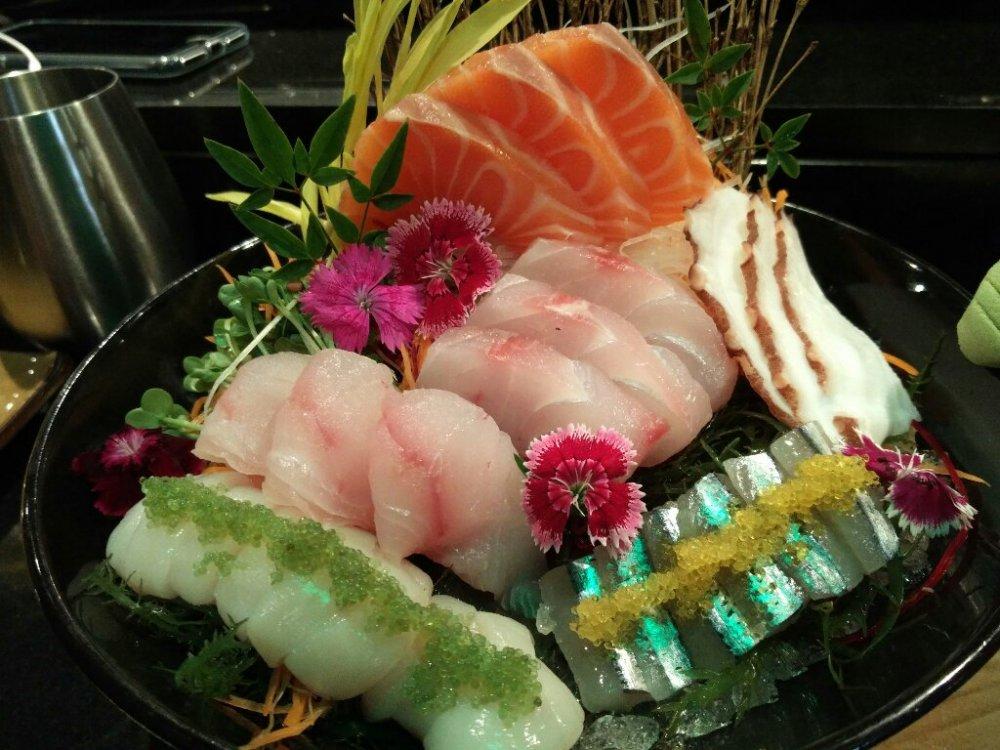 sashimi.thumb.jpg.2085048dbc0a687a769814f0fb03288a.jpg