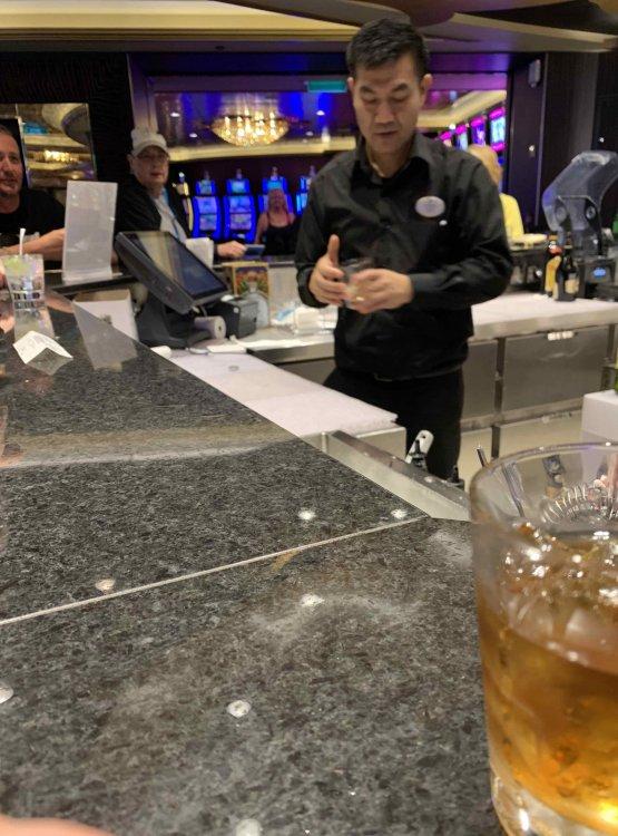bartender.thumb.jpg.6c1b93ed5abac184f000faa384915914.jpg