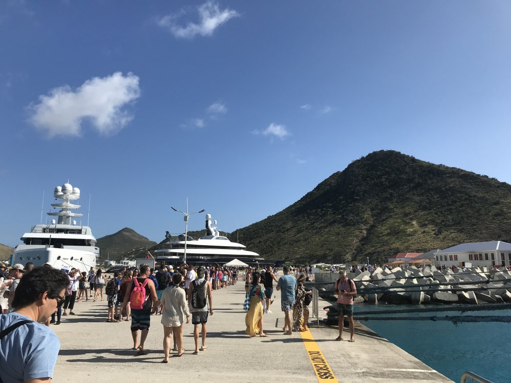 Day_4-St_Maarten_Helicopter_Yacht.thumb.jpg.5a1a91bb2b9242746a40724db68770fc.jpg