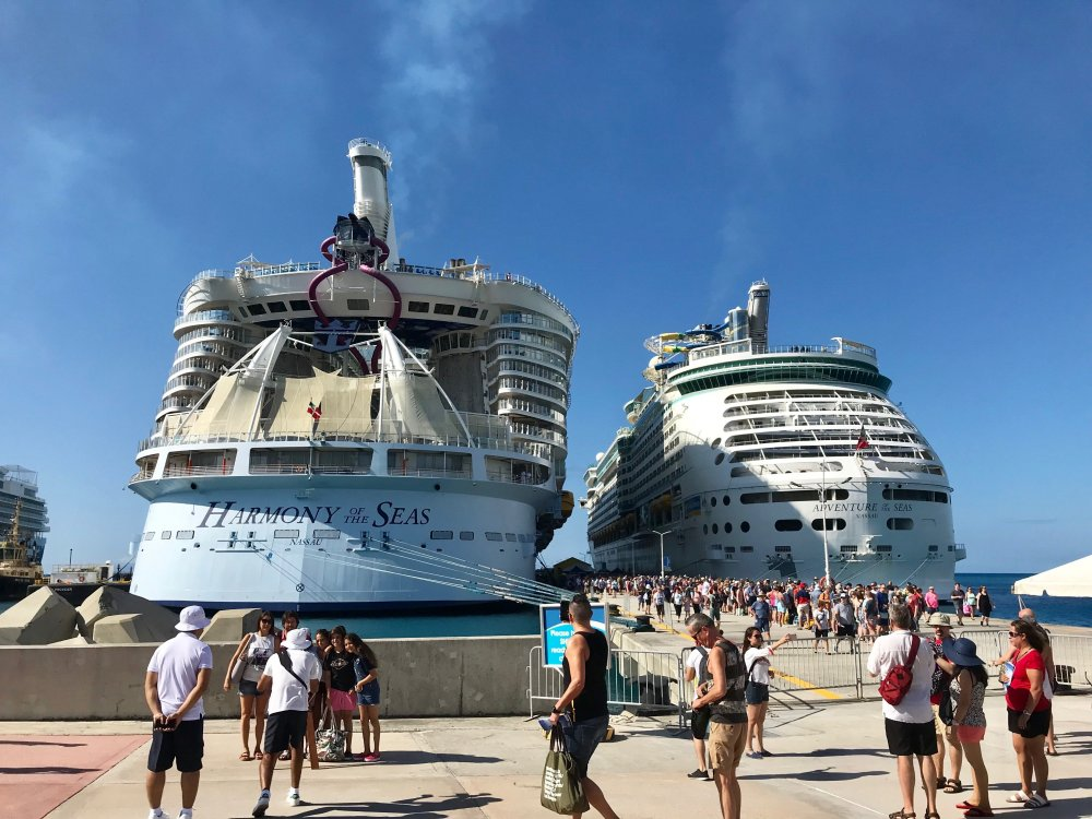 Day_4-St_Maarten_Ships.thumb.jpg.4d9b230ad9e5da0c559bf36916a8864a.jpg