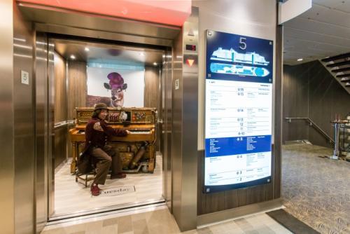 News generales croisiere et mer.. peut etre en traduc auto  - Page 3 Stowaway-piano-player_0