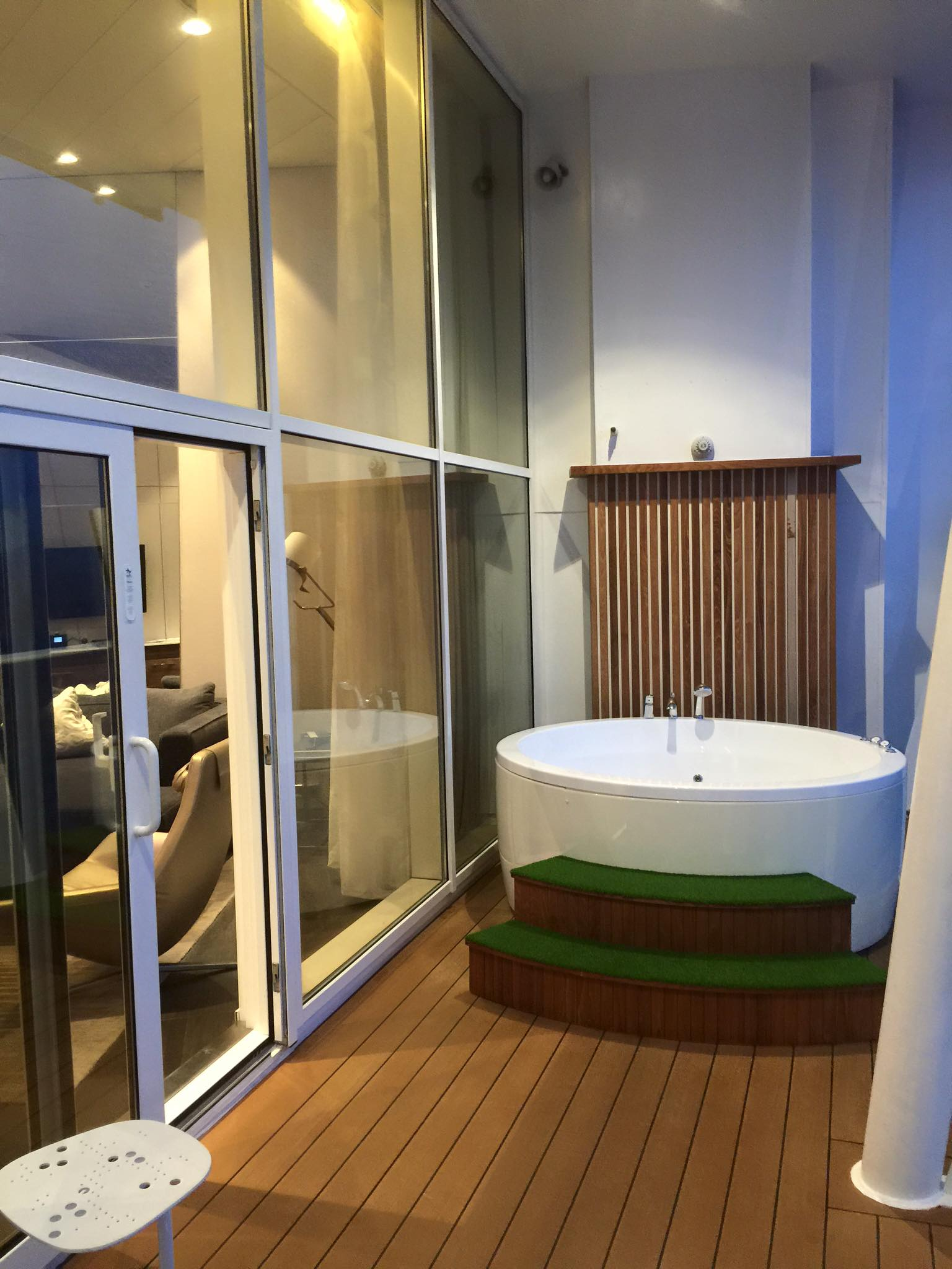 Photo tour of Royal Suite on Royal Caribbean\'s Oasis of the Seas ...