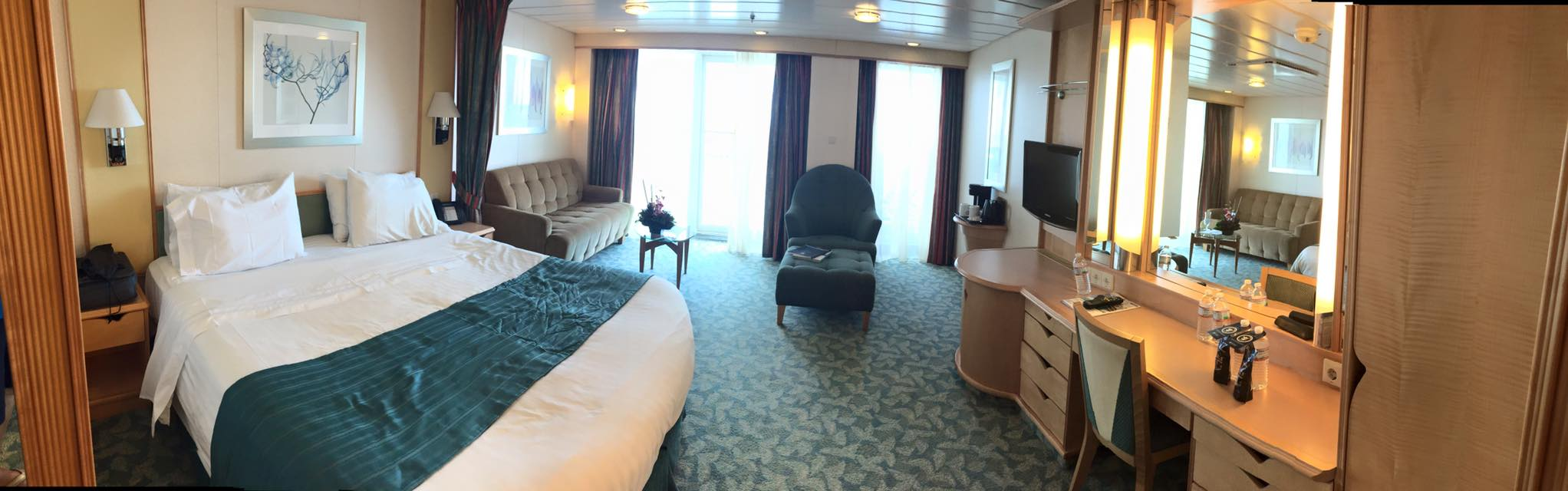 Freedom of the seas renovations 2015 - Junior Suites On Independence Of The Seas Offer Guests 297 Square Feet Of Space And A Balcony That Is 94 Square Feet