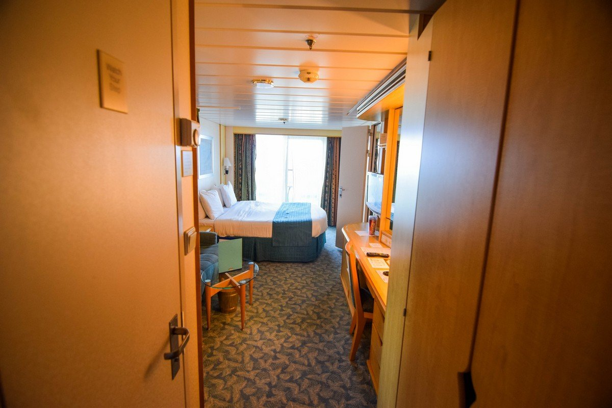 Photo tour of category 6b spacious ocean view stateroom for Balcony stateroom