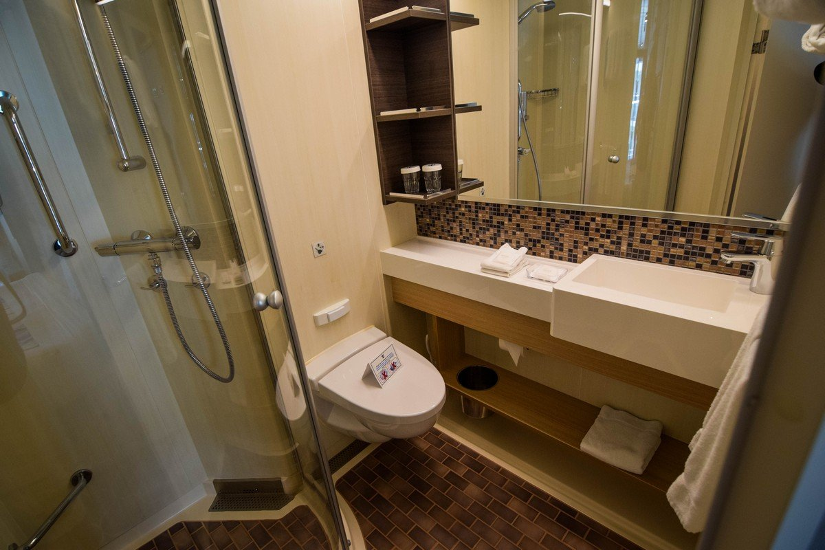 Photo tour of category 2j central park view balcony - Harmony of the seas interior rooms ...