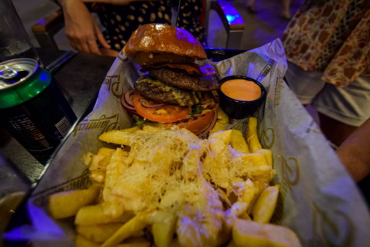Playmakers Sports Bar & Arcade restaurant review on Symphony