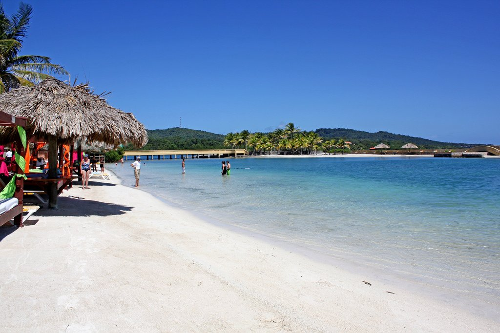 If You Re Looking For A Less Crowded Yet Beautiful Beach To Visit It S Hard Go Wrong With Parrot Tree Resort