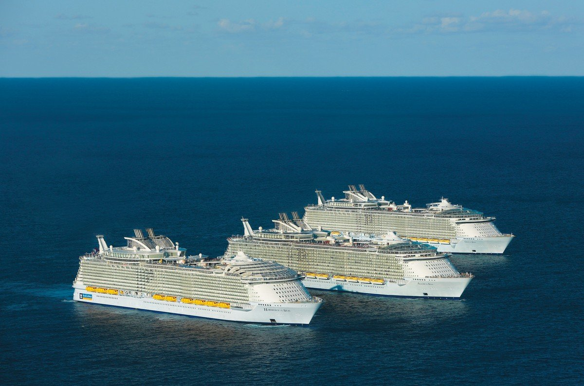 Royal Caribbean S Three Oasis Class Ships Meet For The First Time At Sea Royal Caribbean Blog