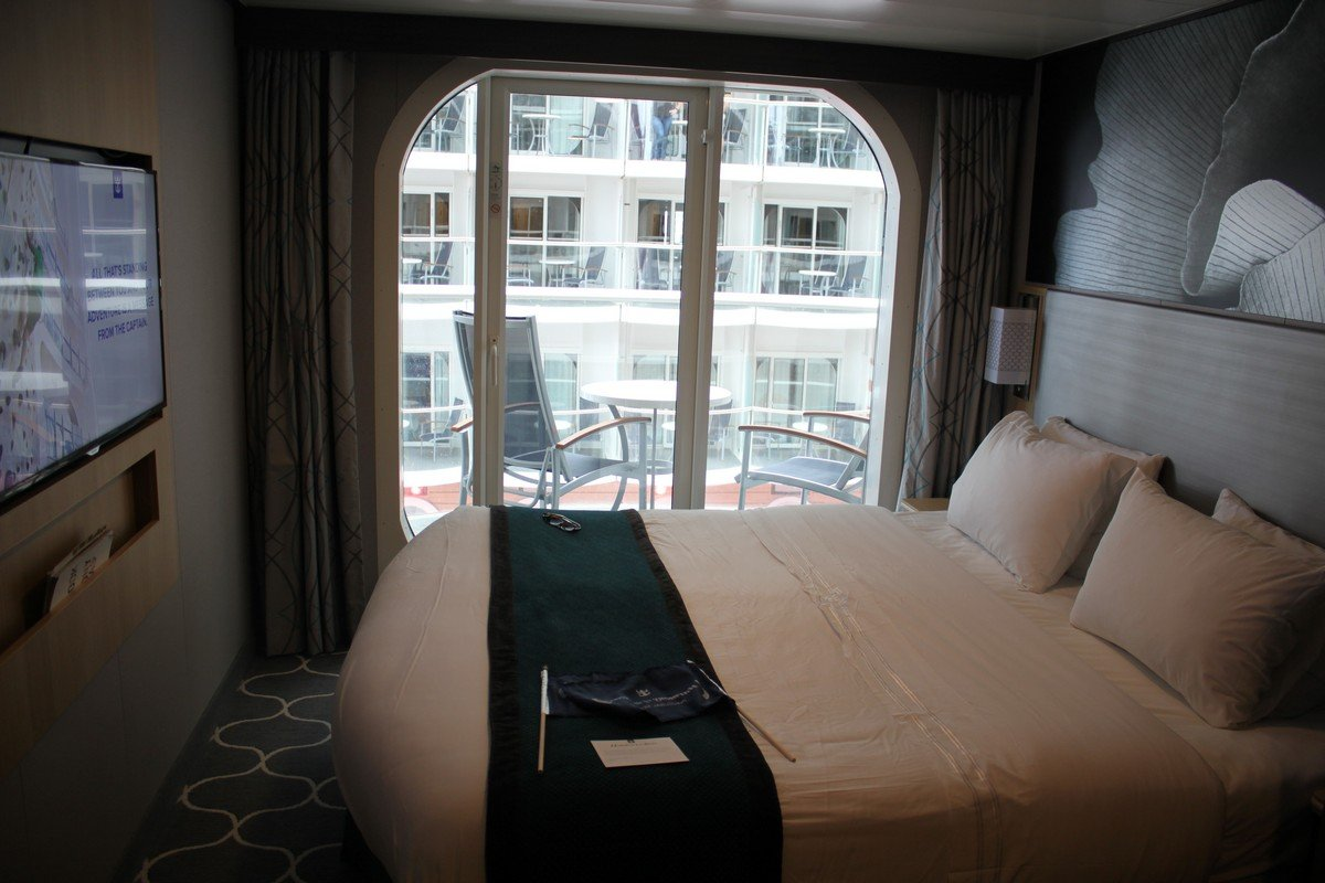 Photo tour of category b1 boardwalk view stateroom with for Balcony meaning