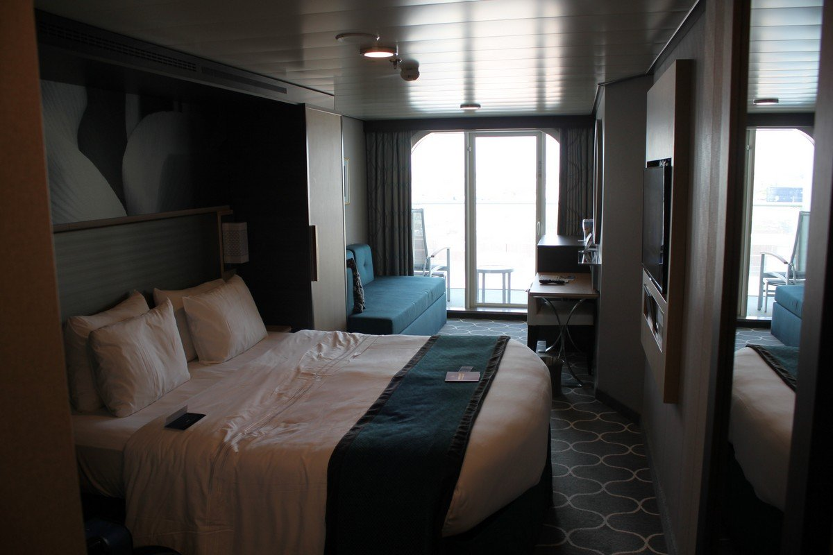 Photo tour of category d6 superior ocean view stateroom for Cruise ship balcony view