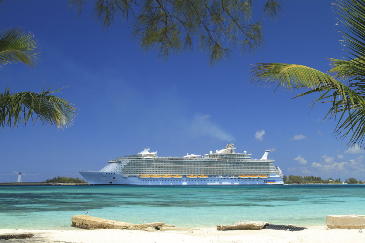 10 ways to save money on your 2018 royal caribbean vacation 5 ways to save hundreds of dollars on your next royal caribbean cruise xflitez Images