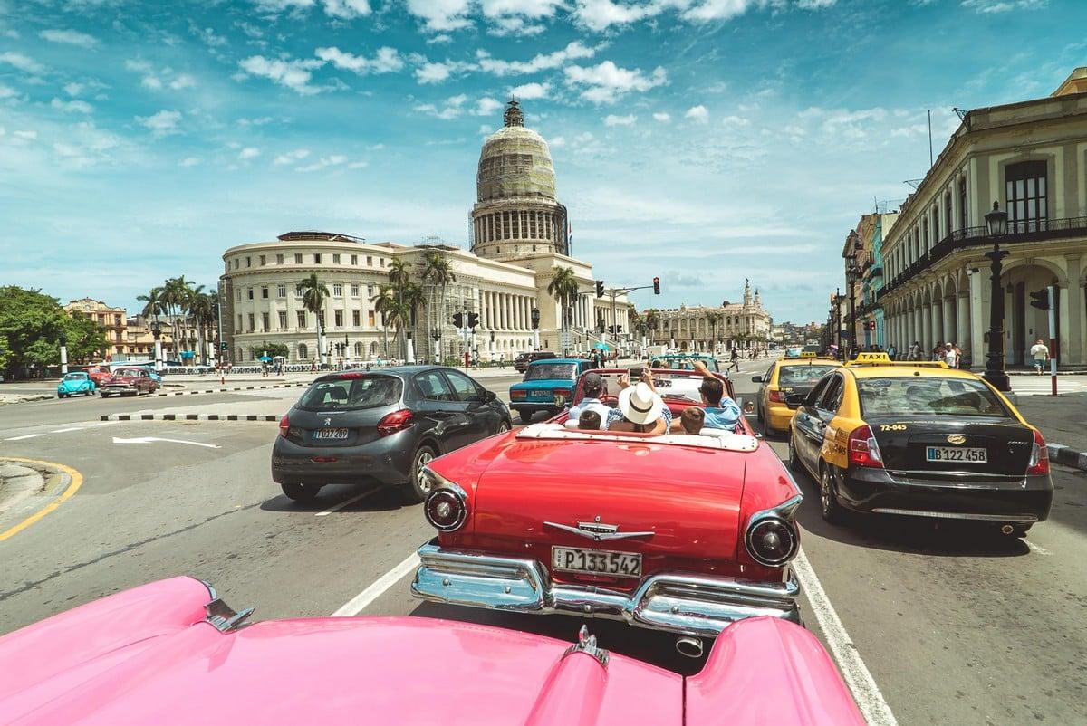 Connaitre la mer et les navires - chroniques et actu - Page 6 Classic-vintage-cars-havana-cuba
