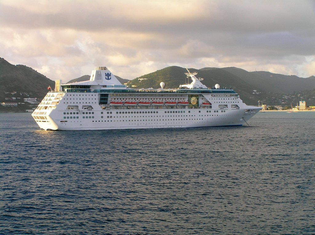 Royal Caribbean's Empress of the Seas experiencing engine trouble | Royal Caribbean Blog