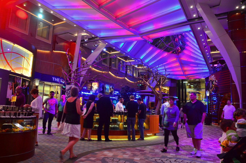First time cruisers: What clothing do I wear on my Royal Caribbean cruise? | Royal Caribbean Blog