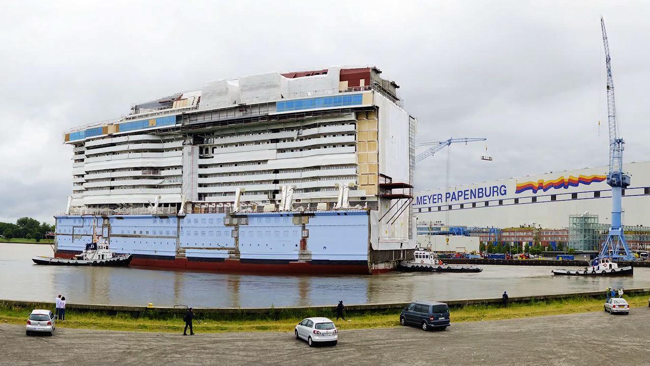 Video Royal Caribbean S Ovation Of The Seas Nears