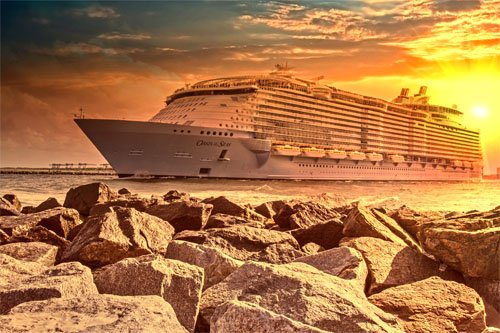 Photo of the Day: Oasis of the Seas at Sunset